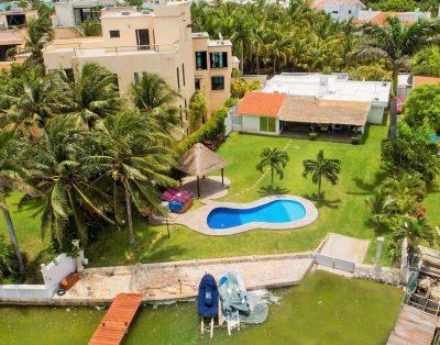 House Yacht & Private Beach / Zona Hotelera